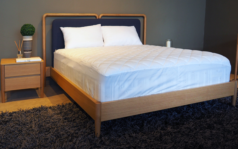 Frame-bed-with-Nightstand